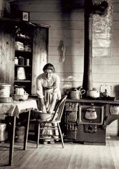 woman on the Montana frontier toward the end of the century. I was born in the wrong century.would love to go back in time to this era. Vintage Pictures, Old Pictures, Old Photos, Fotografia Retro, Into The West, Le Far West, Women In History, Old West, Vintage Photographs