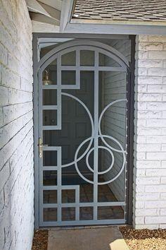 Possible grill for front door. Like concept, design original pattern. Metal Gates, Metal Railings, Wrought Iron Doors, Steel Gate, Steel Doors, Gate Design, Door Design, Grill Design, Entrance Doors