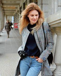 Dzień dobry Kochani!  Kiedy zobaczyłam śnieg za oknem postanowiłam pobiec po bukiet tulipanów  śnieg lubię tylko w górach lub podczas mroźnych  spacerów w lesie ♀️Moja ostatnia stylizacja czeka na Was na blogu  #ootd #lookbook #lookoftheday #simple #plaidcoat #fashion #style #poznan #modnapolka #polskadziewczyna #moda #blond #classy #elegance #winter #wintertime #streetwear #polishgirl #girl #vscocam #fashionstyle