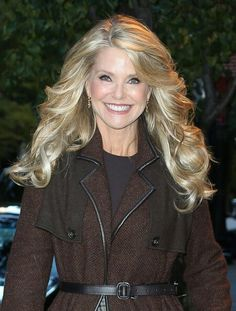 Christie Brinkley Photos - Model Christie Brinkley is all smiles while running errands in New York City, New York on November - Christie Brinkley Is All Smiles in NYC Beautiful Old Woman, Christie Brinkley, Long Layered Hair, Sexy Older Women, Celebs, Celebrities, Blonde Hair, Curly Hair Styles, Hair Color
