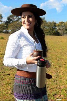 Shana Müller é um dos nomes que se destaca como intérprete da música nativa Rio-grandense ♥