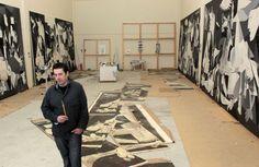 José Ramón Amondarain, en el taller de Astigarraga (Guipúzcoa), donde lleva a cabo el proyecto de hacer 8 Guernicas