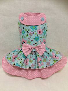 This is the daily wear cute dress that every princess wants to have in your wardrobe. A handmade dog dress. Fully lined, has Velcro closing around the neck and chest, and optional D ring for easy leash attachment. The placement of the design may differ due to different sizes.  DONT FORGET TO ORDER YOUR MATCHING BOW!  Please reference the size chart before making a purchase, to ensure you buy the correct size. Make sure to take the exact measurements, tight to the body of your pet, following…