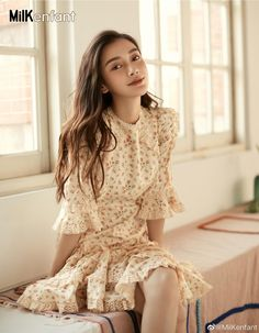 China Entertainment News: Angelababy poses for photo shoot Selfies, Angelababy, Good Looking Women, Korean Fashion Trends, Chinese Actress, Beautiful Asian Women, Cute Woman, Flare Skirt, Chic