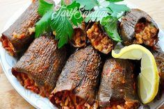 Malzemeler 35-40 tane kuru patlıcan 3 su bardağı pirinç 3-4 tane soğan 2 yemek kaşığı biber salçası 2 yemek kaşığı domates salçası Tuz Karabiber Toz kırmızı biber Nane Nar ekşisi Yarım limon 1 çay bardağı kadar sıvı yağ Vegetable Recipes, Meat Recipes, Cooking Recipes, Turkish Recipes, Italian Recipes, No Gluten Diet, Good Food, Yummy Food, Greek Cooking
