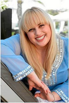 What lovely styling on Rebel Wilson! Baby blue looks good on you :-)