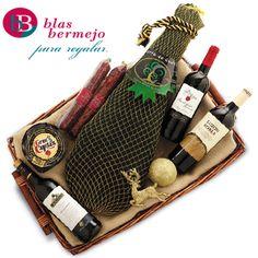 Bandeja mimbre navideña con vinos,embutidos,queso y paleta ibérica de cebo Sierra de Codex