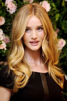 Rosie Huntington-Whiteley's golden waves, love the style