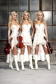 Alizma, Polish born identical triplet sisters Twin Girls, Twin Sisters, Celebrity Twins, Love Twins, Triplets, Siblings, Identical Twins, Exotic Beauties, Channel
