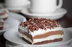 Recipe, grocery list, and nutrition info for Low Carb Chocolate Lasagna. Low Carb Chocolate Lasagna is a great sugar-free and gluten-free layer dessert - perfect to bring to special gatherings. It's easy to make with just five simple steps. Chocolate Pastry, Chocolate Lasagna, Sugar Free Chocolate, Homemade Chocolate, Chocolate Desserts, Chocolate Pudding, Chocolate Thermomix, Chocolate Lovers, Low Carb Maven