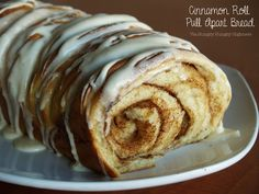 Cinnamon roll pull apart bread! Pretty easy. I used my bread maker and it was done in a jiffy!! SO GOOD! Pan, panificadoras, máquinas