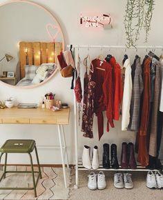 Closet Simples - Estilo Próprio by Sir Uni Room, Dorm Room, Deco Studio, Aesthetic Rooms, Dream Rooms, House Rooms, Bedroom Decor, Bedroom Ideas, Mirror Bedroom
