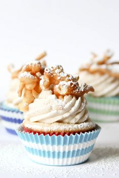 Funnel Cake Cupcakes {Confessions of a Cookbook Queen via the TomKat Studio} - These look so fun for a Carnival-themed Party! #eMealsBakes