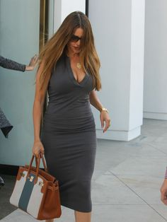Sofia Vergara Photos - Sofia Vergara Shopping in Beverly Hills for Furniture - Zimbio