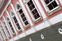 Janelas do piso térreo do Palácio Imperial em Petrópolis.