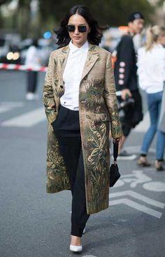 La pochette nera è la borsa da avere per l'autunno inverno 2017 2018 - Marieclaire streetstyle Paris Fashion Week