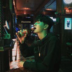 """ถูกใจ 1,812 คน, ความคิดเห็น 23 รายการ - 정선혁 (@seonyeoc) บน Instagram: """"⚽️🍺"""" Cute Asian Guys, Cute Korean Boys, Asian Boys, Asian Men, Cute Guys, Korean Boys Ulzzang, Ulzzang Boy, Korean Men, Korean Girl"""