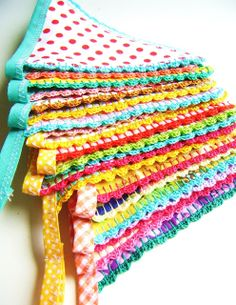 Love the crochet edge on this bunting