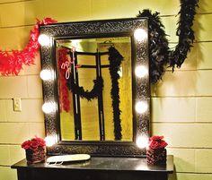 moulin-rouge-bathroom-decor