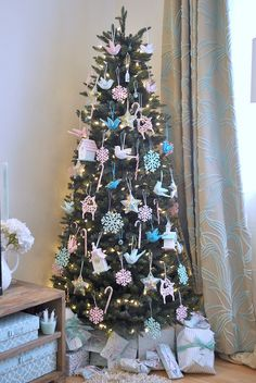 personally, my main xmas tree is always an explosion of color - and i love it that way - but i also have a white xmas tree that traditionally only has white/silver ornaments. looking at this, i'm thinking about trying it with pale aqua, pink, turquoise etc this year.