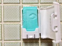 ウタマロ石鹸で「ちょこっと洗い」をする時に便利なアイテムをダイソーで発見♪ 以前こちらでもウタマロ石鹸の収納法をご紹介させて頂きましたが、そちらと併せて2つの収納法でグッ!!と汚れ物洗いのハードルを下げる事が出来ました。 ウタマロ石鹸を愛用中の我が家。 「ガッツリ汚れ」から「ちょこっと汚れ」まで。 ウタマロ石鹸を使いこなして洋服のスッキリ綺麗を増やしていってみませんか^^? Daiso, Laundry Room Organization, Clean Up, Clean House, Housekeeping, Helpful Hints, Life Hacks, Recycling, Towel