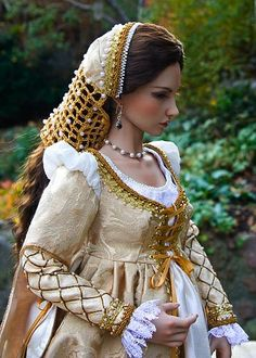 Pretty as a picture in 16 century Italian Renaissance garb