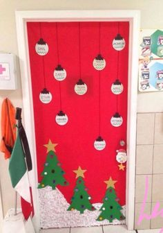41 cute Christmas door decoration ideas for your holiday inspiration; decoration of the Christmas Office … Diy Christmas Door Decorations, Christmas Door Decorating Contest, School Door Decorations, Preschool Christmas, Christmas Crafts, Xmas, Christmas Christmas, Christmas Ideas, Holiday Ideas