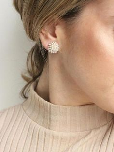 Pearl studs Like diamond studs, pearl studs can be used with every design of gown, and with all types of fashion jewelry. Crystal Jewelry, Gold Jewelry, Jewelry Accessories, Fine Jewelry, Jewelry Shop, Diamond Jewelry, Beaded Jewelry, Jewelry Logo, Jewelry Model