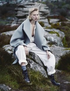 Juliana Schurig para Vogue Russia July 2014 por Emma Tempest ph.