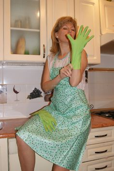 Housewife in kitchen Latex, Pvc Apron, 1 Image, Housewife, Smocking, Gloves, Feminine, Summer Dresses, Change