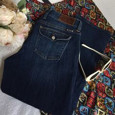 Lucky Sweet N Crop Jeans Great condition. Very Comfortable. Lucky Brand Jeans Ankle & Cropped