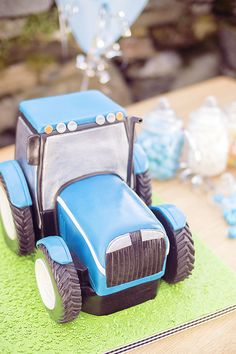 The Tractor Cake - Learn to make it at www.- The Tractor Cake – Learn to make it at www.designer-cake… The Tractor Cake – Learn to make it at www. Tractor Birthday Cakes, 2 Birthday Cake, Tractor Cakes, Cake Decorating Courses, Cake Decorating Videos, Farm Cake, Cakes For Boys, Fancy Cakes, Cake Tutorial