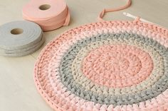 How much yarn do I need for a round rug A simple method that will help you to estimate how much yarn you need per each color for your round rug project