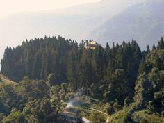 #magiaswiat #podróż #zwiedzanie #sikkim #blog #azja #zabytki #swiatynia #indie #miasto #aszram #ganges #budda #lingdum #gantok #rumtek #klasztor #temple #stupa #gompaEnohey #chorten #instytutnamgya #gompadodrul #klasztor #dharmaczakracenter Budda, Chakra, Indie, River, Blog, Outdoor, Hu Ge, Beauty, Outdoors