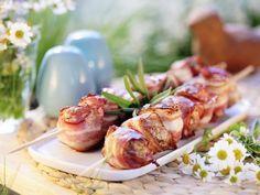 Hackbällchen im Speckmantel auf dem Spieß ist ein Rezept mit frischen Zutaten aus der Kategorie Lamm. Probieren Sie dieses und weitere Rezepte von EAT SMARTER!