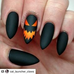 The idea of ​​Halloween nails is now very much needed every day since the holidays are coming. be dealing with with your nails when the time is right? If you don't have one, we've collected some special ideas that you might like. Christmas Manicure, Holiday Nail Art, Fall Nail Art, Halloween Nail Designs, Halloween Nail Art, Fall Nail Designs, Holloween Nails, Halloween 2019, Cute Nails