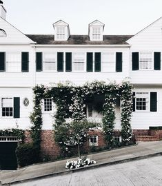 sometimes I wish you were NY or LA but sometimes I love you 😁 houses Dream Home Design, My Dream Home, House Design, Exterior Design, Interior And Exterior, Old Style House, Entry Stairs, Welcome To My House, Inspiration Design