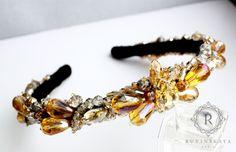 """Ободок """"Артемида""""👑 Исполнен в золотой цветовой гамме. Вручную расшит стразами, бусинами и чешским бисером.  Идеально дополнит образ, сделает его роскошным и неповторимым💎  #ruvinskaya #crown #ruvinskayadaria #rddesign"""