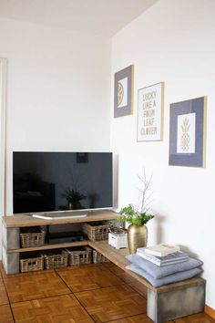 DIY TV stand using concrete foundation blocks and planks of wood. More on www.sofiaclara.com
