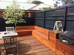 Deck seating black fence in built bbq magnolia tree built in garden seating Built In Garden Seating, Corner Bench Seating, Deck Seating, Backyard Seating, Outdoor Seating Areas, Pergola Patio, Pergola Ideas, Patio Ideas, Decking Ideas