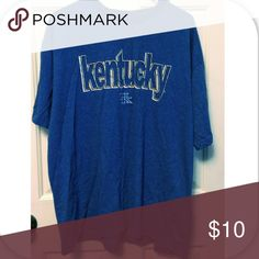 UK Kentucky Shirt It is in very good used condition. The tag is worn off so according to my judgements this would fit like an XL. LMK if you'd like measurements! Gildan Shirts Tees - Short Sleeve