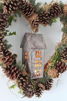 You can do the most beautiful things with pine cones. The 10 most beautiful decoration I .- You can do the most beautiful things with pine cones. The 10 most beautiful decoration ideas with pine cones! Natural Christmas, Noel Christmas, Diy Christmas Ornaments, Country Christmas, Winter Christmas, Christmas Wreaths, Christmas Decorations, Holiday Decor, Xmas