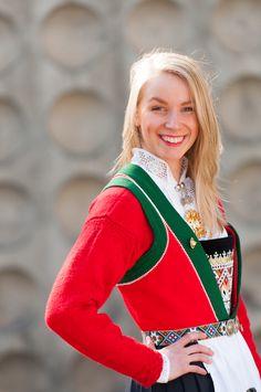 bunadjakke1 Red Leather, Leather Jacket, Knitting, Crochet, Design, Fashion, Studded Leather Jacket, Moda, Leather Jackets