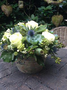 Flower arrangement in tough pot -BLoemwerk Op Maat Cut Flowers, Fresh Flowers, Silk Flowers, Spring Flowers, Beautiful Flowers, Arrangements Ikebana, Silk Flower Arrangements, Deco Floral, Arte Floral