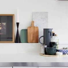 Home tour - modern kitchen details vintage Feng Shui Interior Design, Beautiful Lights, House Tours, Floating Shelves, Scandinavian Kitchen, Oslo, Gallery, Modern, Dressing