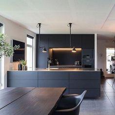 Modern Kitchen Cabinets, New Kitchen, Kitchen Decor, Kitchen Ideas, Oak Cabinets, Kitchen Modern, Kitchen Sink, Kitchen Dining, Modern Farmhouse