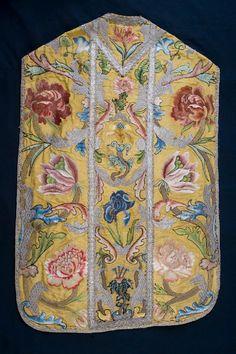 BeWeB - Opera : Manif. lucchese sec. XVIII, Pianeta dorata con grandi fiori rosa e azzurri