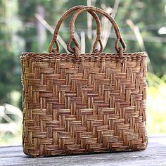 あけび手提げかごバック(アジロ編み) Rattan, Wicker, Newspaper Bags, Sisal, My Style Bags, Paper Weaving, Summer Bags, Clothes Horse, Basket Weaving