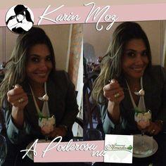 Karin Moz a nossa Poderosa está curtindo uma sobremesa deliciosa após um almoço também delicioso em nosso parceiro Amadeu Restaurante