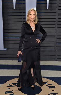 BEVERLY HILLS, CA - MARCH 04: Actress Faye Dunaway attends the 2018 Vanity Fair Oscar Party hosted by Radhika Jones at Wallis Annenberg Center for the Performing Arts on March 4, 2018 in Beverly Hills, California. (Photo by John Shearer/Getty Images) via @AOL_Lifestyle Read more: https://www.aol.com/article/entertainment/2018/03/04/vanity-fair-oscars-party-2018-red-carpet-arrivals/23376791/?a_dgi=aolshare_pinterest#fullscreen
